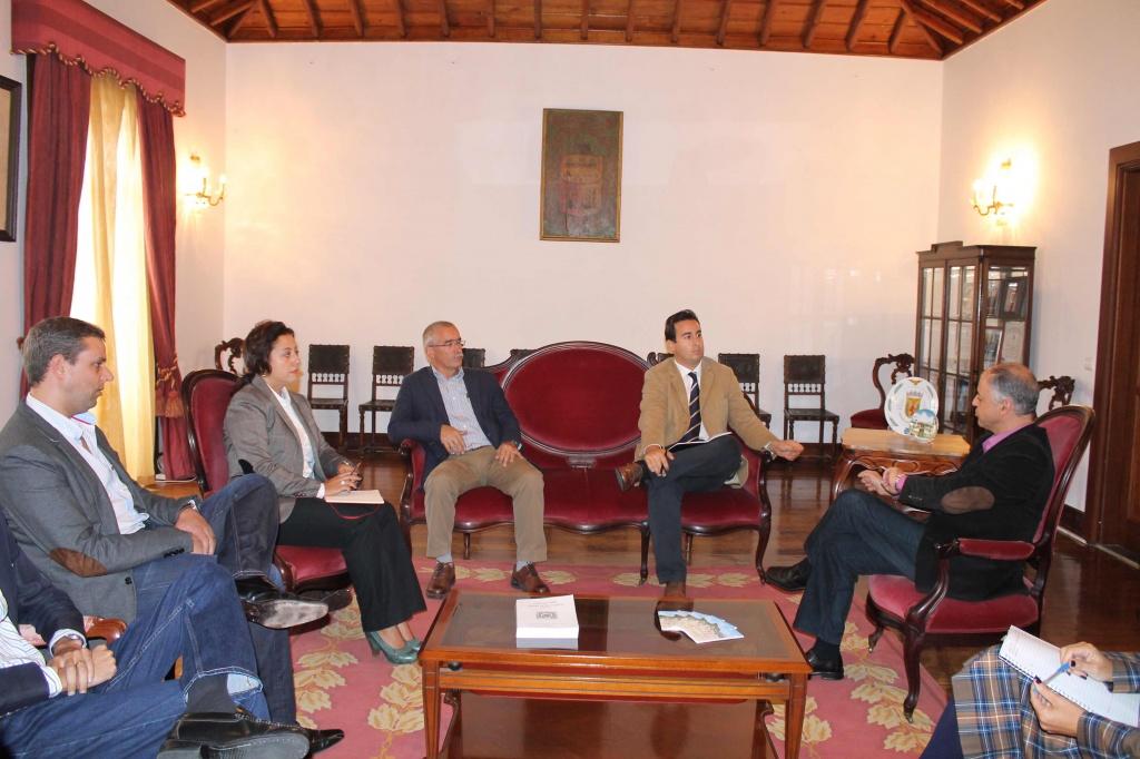Grupo Parlamentar do PS reuniu com Empresa Municipal Praia Ambiente sobre qualidade da água da Praia da Vitória