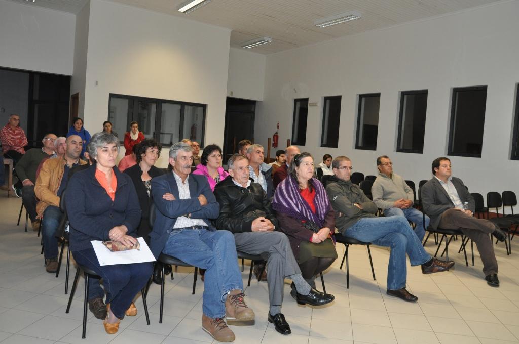 Câmara do Nordeste apresenta à freguesia da Salga projeto prévio para capela funerária