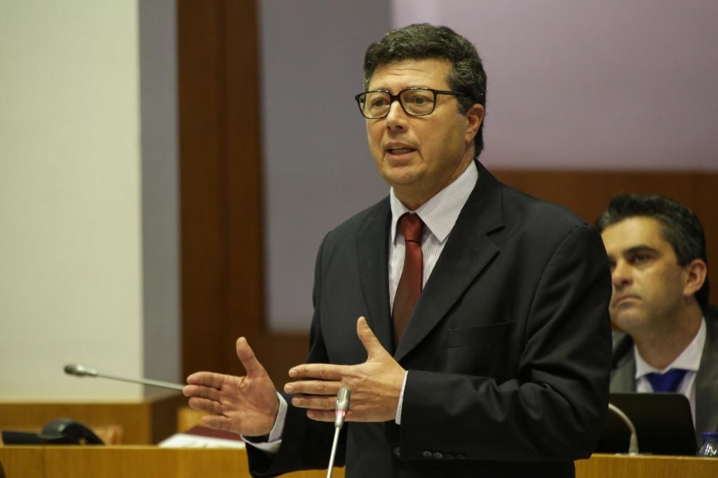"""Dívida pública dos Açores com aumento """"preocupante"""""""